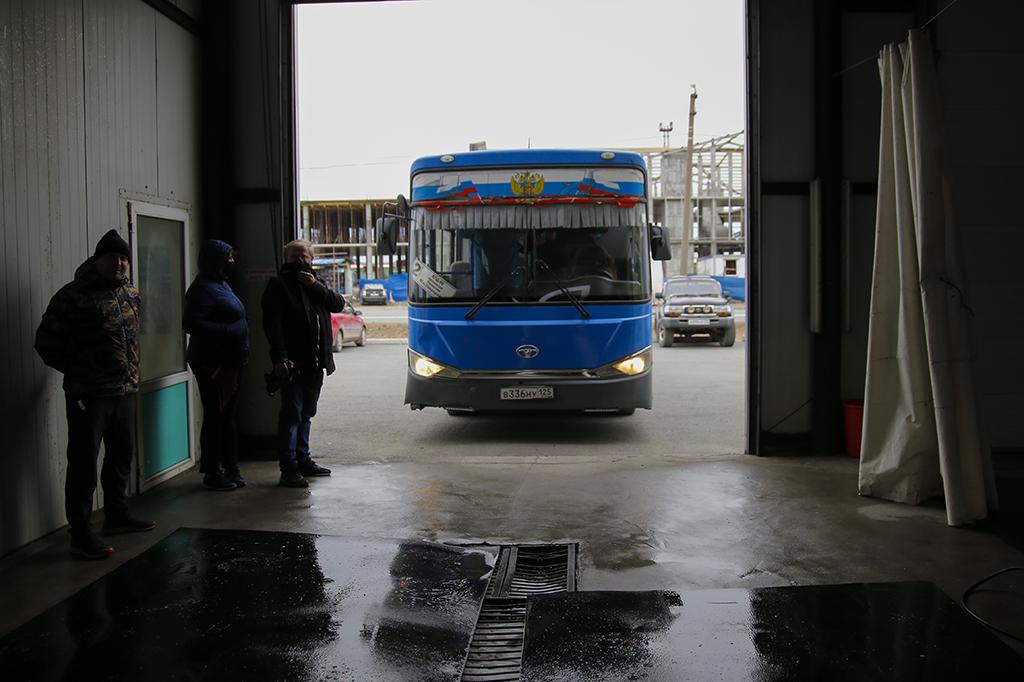 Перевозчики Находки проводят дезинфекционную обработку салонов автобусов