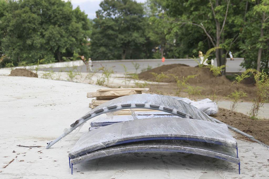 Национальные проекты: в городском парке приступили к монтажу игровых и спортивных комплексов