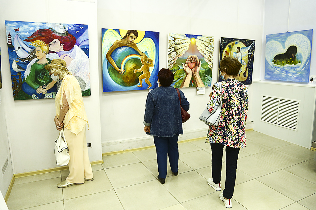 Картинная галерея «Вернисаж» приглашает взглянуть на «Ангелов мира»