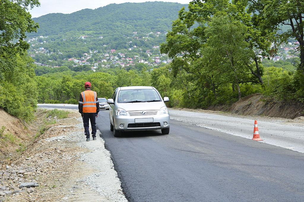 Строители начали ремонт дороги к посёлку Приисковый