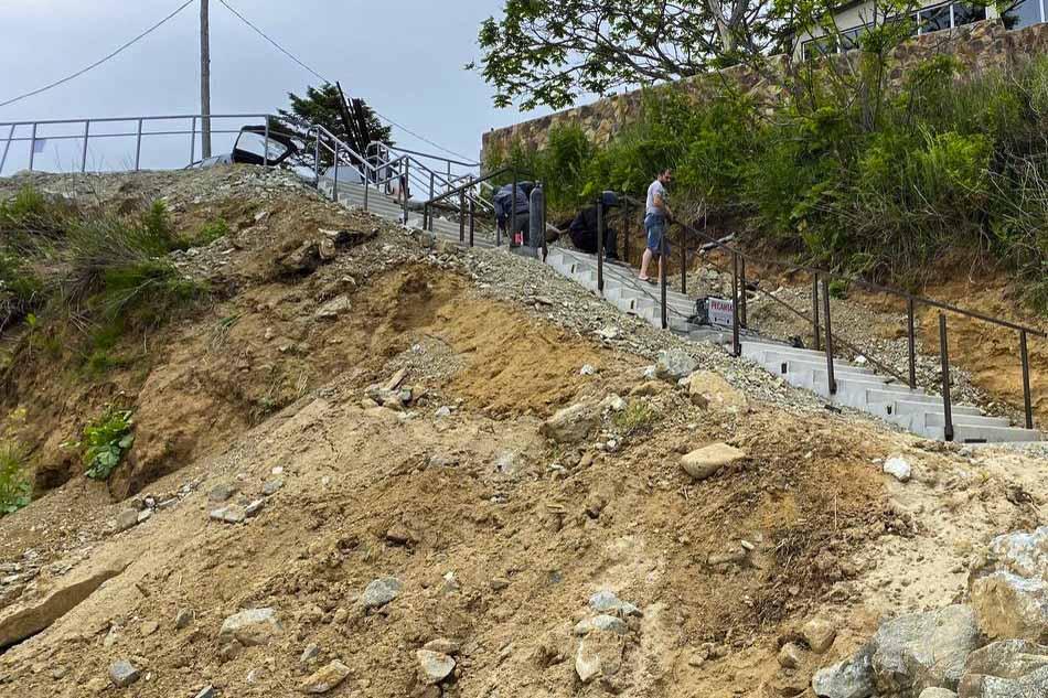 В селе Анна установлена новая лестница к пляжу